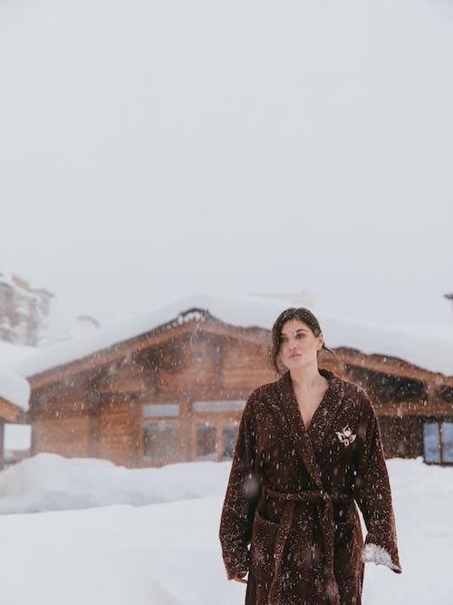 Δωρεάν στοκ φωτογραφιών με αυτοφροντίδα, γούνινο παλτό, γυναίκα