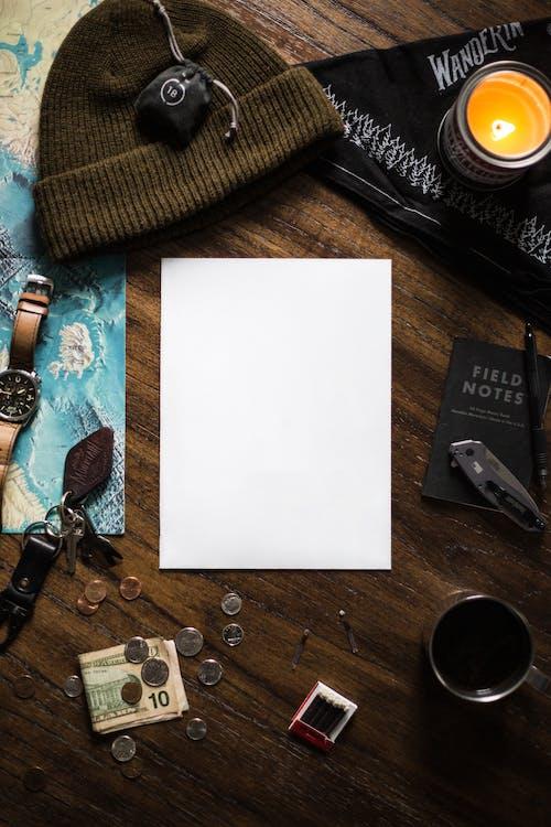 Gratis arkivbilde med bagasje, bord, bruke