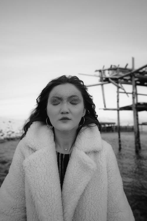 Imagine de stoc gratuită din alb-negru, cu ochii inchisi, de nord