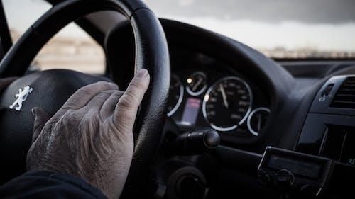 Darmowe zdjęcie z galerii z deska rozdzielcza, kierowca, kierownica, pojazd