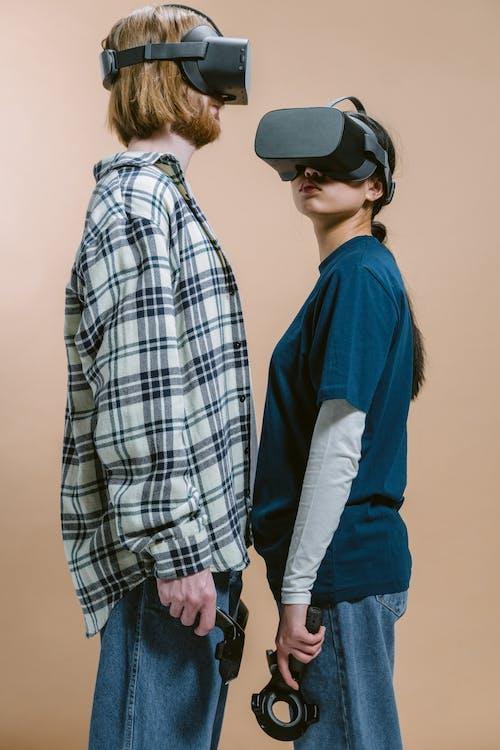 Immagine gratuita di auricolare per realtà virtuale, controller di gioco, dispositivi