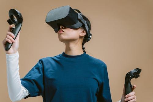 Immagine gratuita di auricolare per realtà virtuale, avvicinamento, controller di gioco