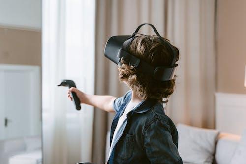 Immagine gratuita di auricolare per realtà virtuale, avvicinamento, bambino