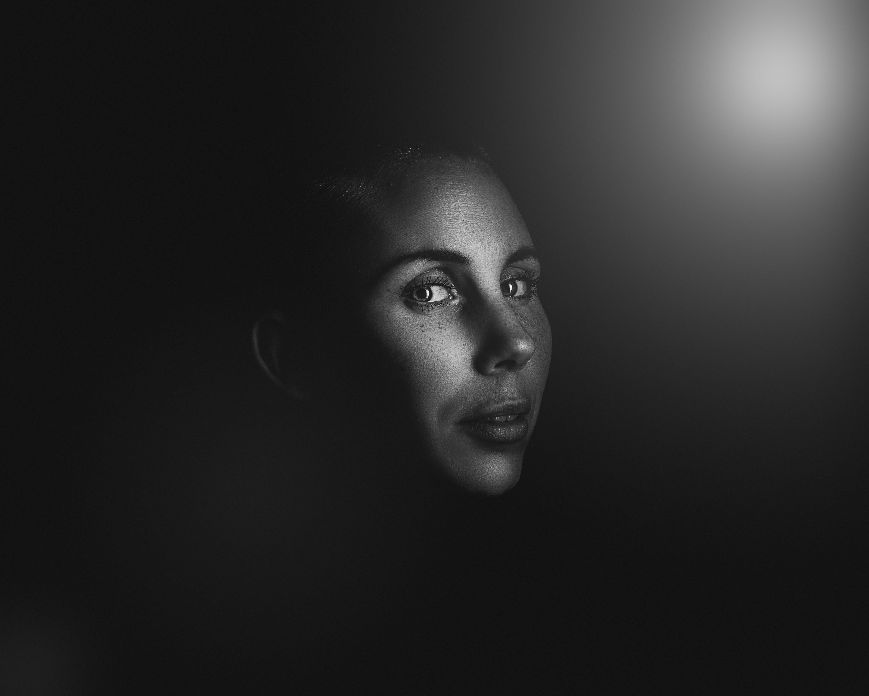 Foto profissional grátis de escuro, expressão facial, garota, lábios