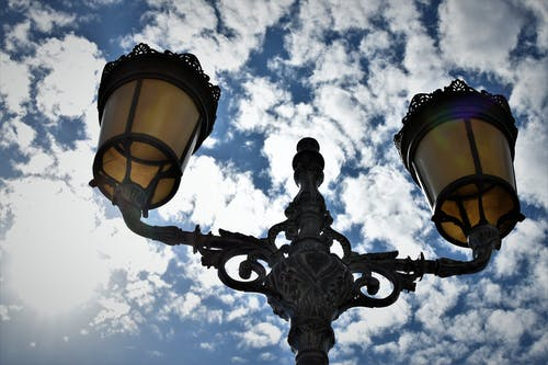 Ảnh lưu trữ miễn phí về ánh đèn thành phố, những đám mây, trời xanh