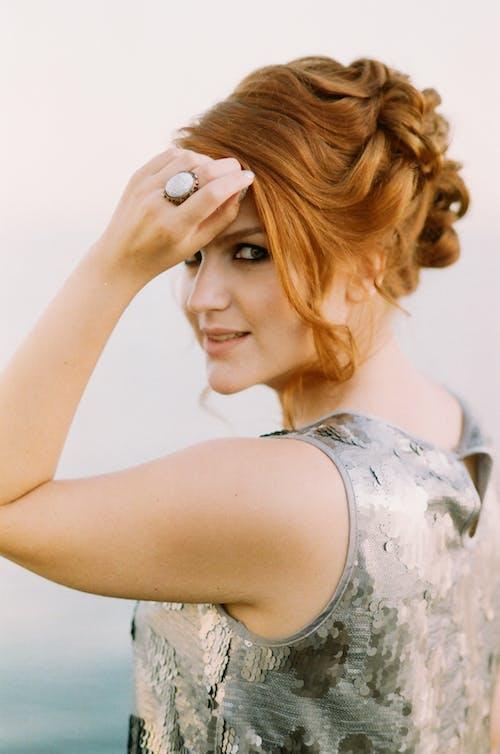 Δωρεάν στοκ φωτογραφιών με άνθρωπος, γυναίκα, δαχτυλίδι, ελκυστικός