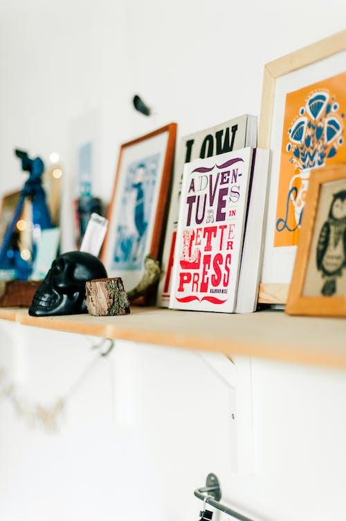 ahşap, çerçeveler, iç mekan, oda içeren Ücretsiz stok fotoğraf