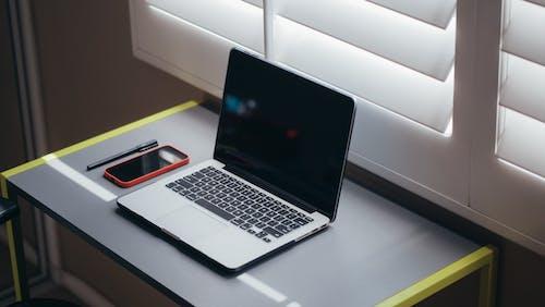 Gratis stockfoto met balpen, bureau, computer