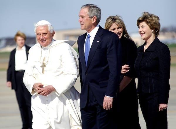 A photgraph of George W. Bush, Pope Benedict XVI, Laura Bush, and Jenna Bush.