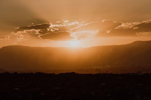 Fotos de stock gratuitas de hora dorada, montañas, nubes