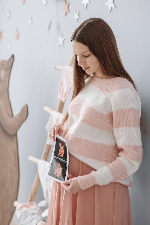 Ingyenes stockfotó áll, álló, anyaság témában