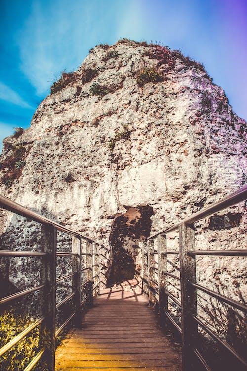 Ilmainen kuvapankkikuva tunnisteilla arkkitehtuuri, kaiteet, kallio, kevyt