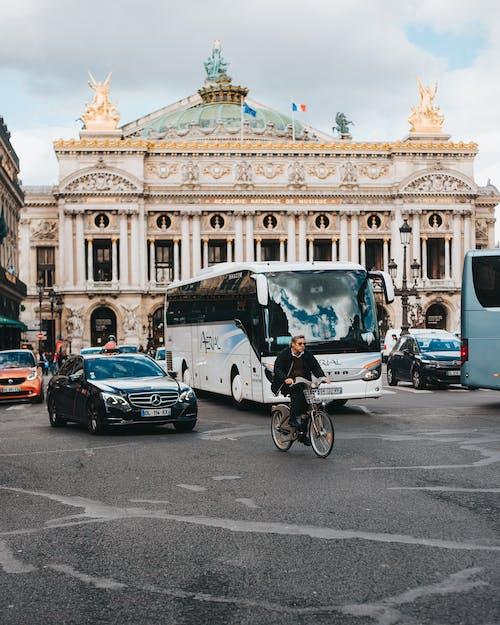 Бесплатное стоковое фото с автобус, автомобиль, архитектура