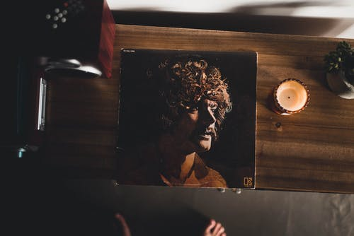 Darmowe zdjęcie z galerii z dorosły, drewno, jazz, meble