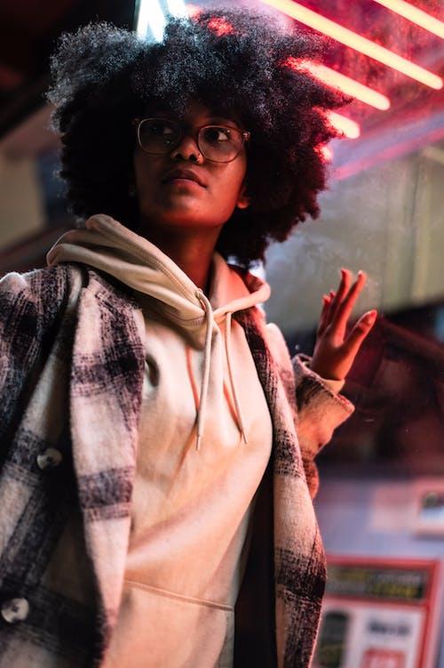 Foto d'estoc gratuïta de abric, afro, amb caputxa