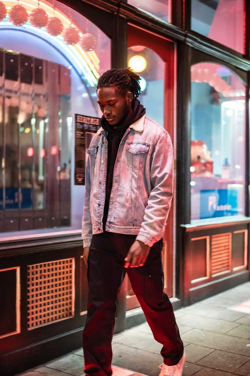 Kostenloses Stock Foto zu abend, afroamerikanischer mann, allein