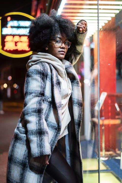 Gratis stockfoto met Afro-Amerikaanse vrouw, avond, bedachtzaam