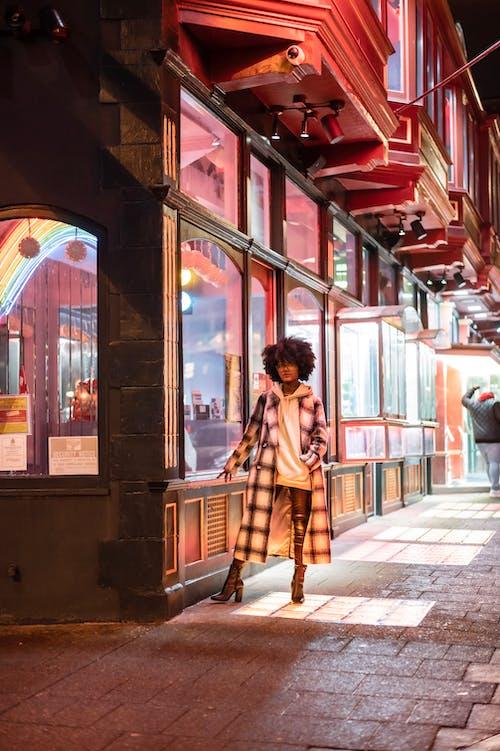 Foto profissional grátis de abrigo, afro, aparência