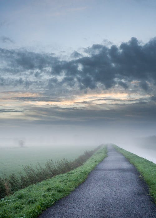 açık hava, arazi, asfalt, bulutlar içeren Ücretsiz stok fotoğraf