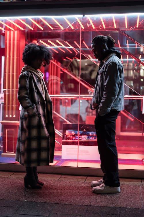 Kostenloses Stock Foto zu afro, afroamerikanerpaar, apathie