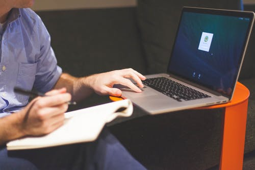Kostnadsfri bild av anteckningar, anteckningsbok, arbetssätt, dator