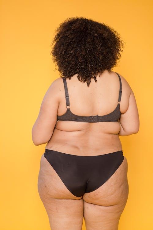 가판대, 갈색 머리, 검은색의 무료 스톡 사진