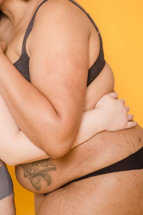คลังภาพถ่ายฟรี ของ faceless, กอด, กางเกง