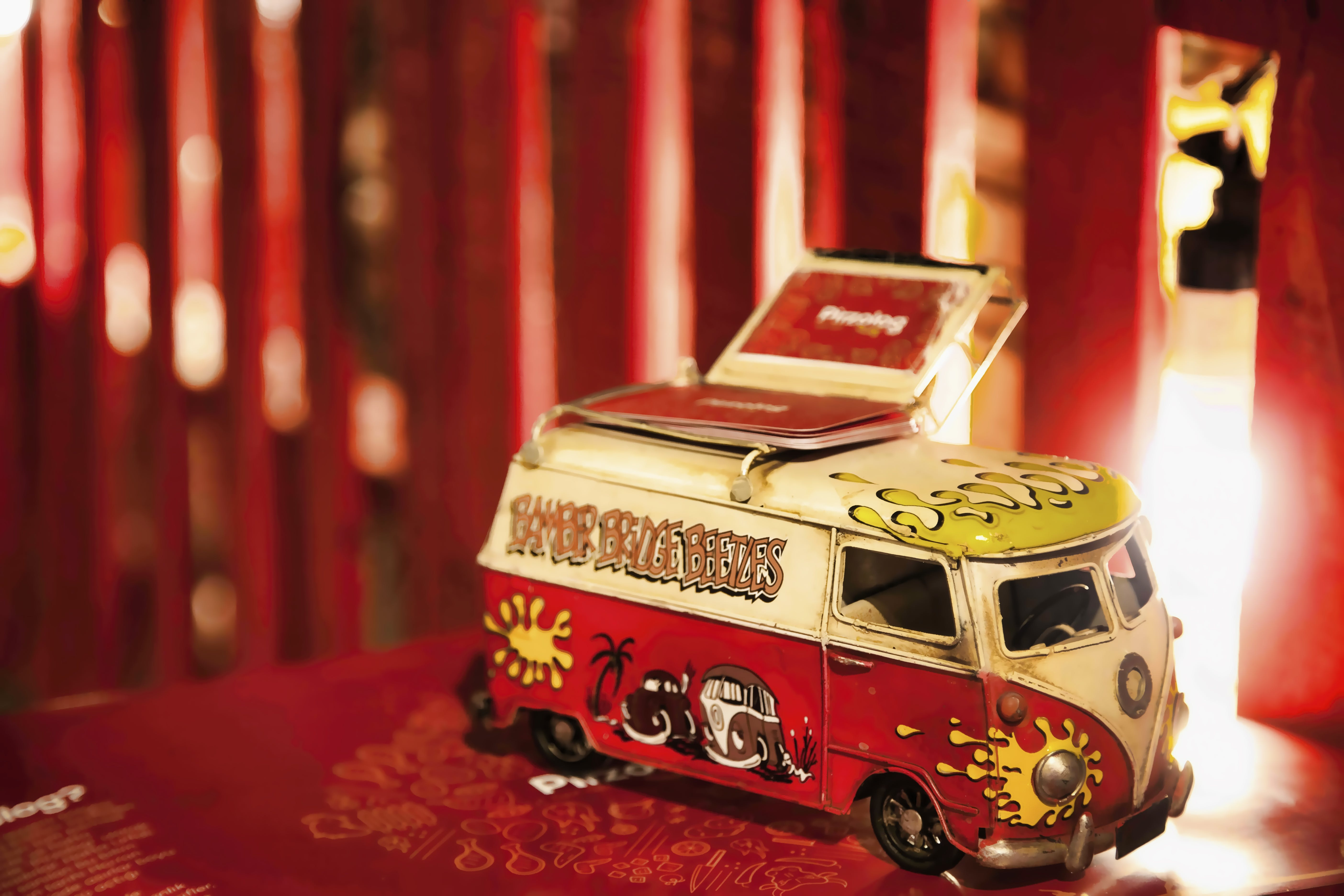 Red and White Volkswagen T2 Die-cast Scale Model Screenshot
