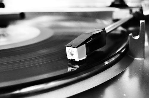 Základová fotografie zdarma na téma černobílá, černobílý, gramofon, hudba