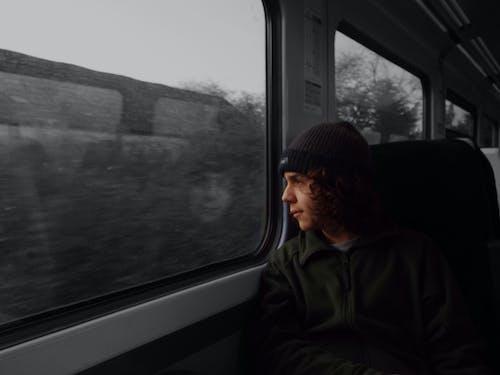 Бесплатное стоковое фото с жуткий, поезд, черно-белый