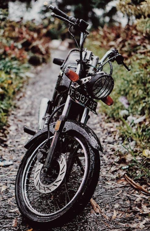 dopravný systém, mokrý, motocykel
