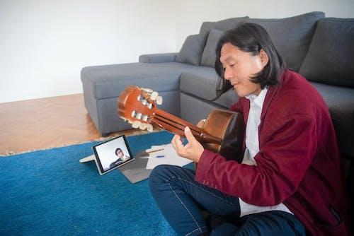 Gratis stockfoto met akoestisch, akoestische gitaar, apple