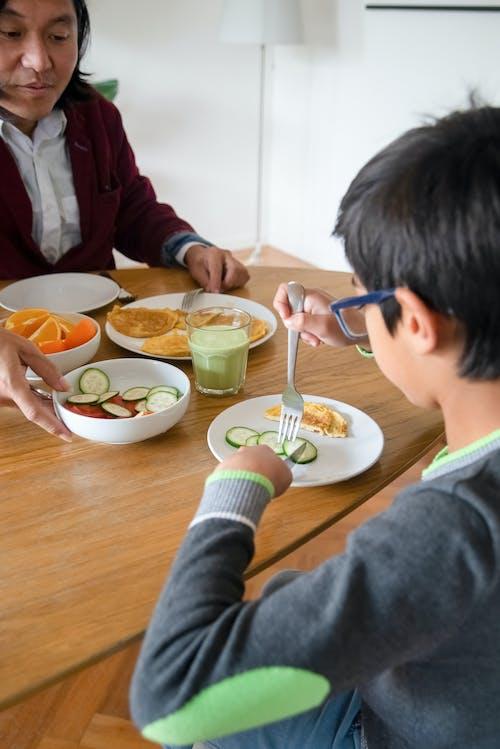Fotobanka sbezplatnými fotkami na tému Ázijčania, chlapec, doma