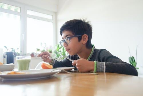 Základová fotografie zdarma na téma asijský kluk, chlapec, dioptrické brýle
