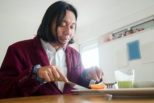Základová fotografie zdarma na téma asiat, červený kabát, doma