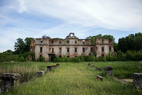 Ingyenes stockfotó anyatermészet, elhagyatott, elhagyott épület, kék ég témában