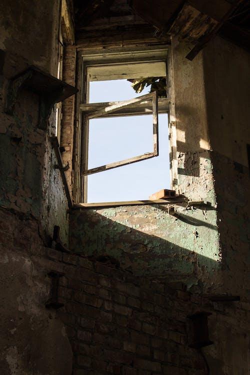 Ingyenes stockfotó #urbanexploring, elhagyatott, elhagyott épület, fény témában