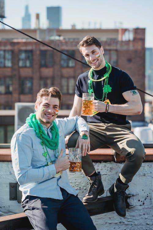 Foto profissional grátis de afirmativo, álcool, alegre