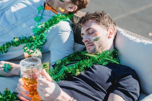 Foto profissional grátis de acontecimento, álcool, amigo