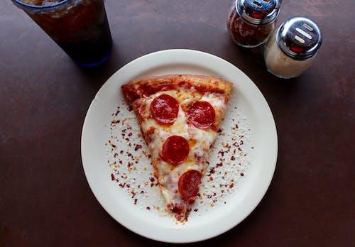 Gratis stockfoto met avondeten, bord, Coca Cola, eetcafé