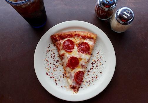 Kostenloses Stock Foto zu essen, teller, pizza, restaurant