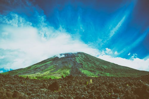 Darmowe zdjęcie z galerii z błękitne niebo, filipiny, krajobraz, lawa