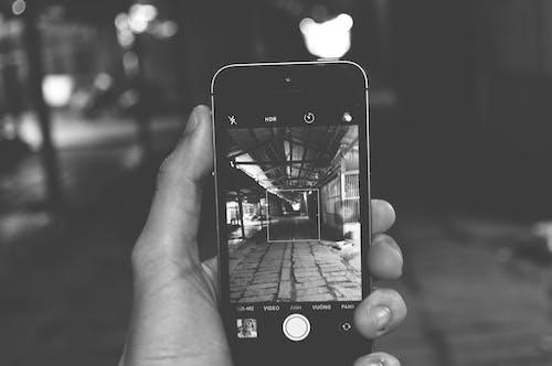 Fotos de stock gratuitas de blanco y negro, concentrarse, dispositivo, electrónica
