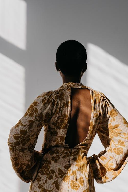 Gratis stockfoto met achteraanzicht, Afro-Amerikaanse vrouw, anoniem