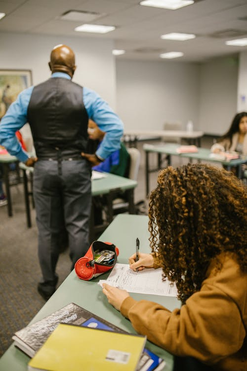 Gratis arkivbilde med evaluering, frakoblede klasser, høyskole