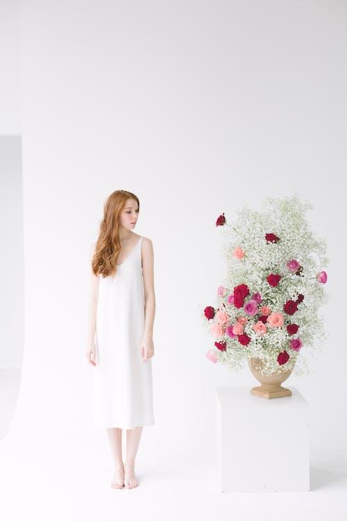 Fotos de stock gratuitas de actitud, arreglo floral, atractivo, belleza