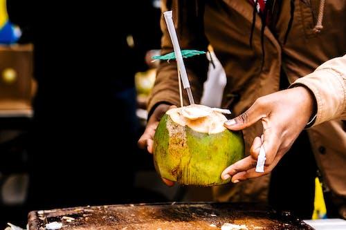 Foto d'estoc gratuïta de adult, beguda, canya, carrer
