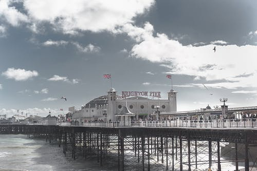 Безкоштовне стокове фото на тему «архітектура, берег моря, будівлі, вежі»