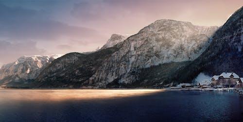 Бесплатное стоковое фото с вода, горы, дневной свет, дома