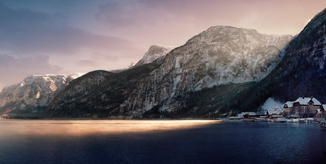 denní světlo, domy, hory